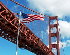 Foto of the Bridge San Francisco / USA Flag flattering in the Wind